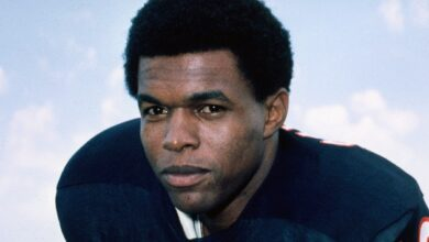 Photo of Former Bears running back Gale Sayers has died